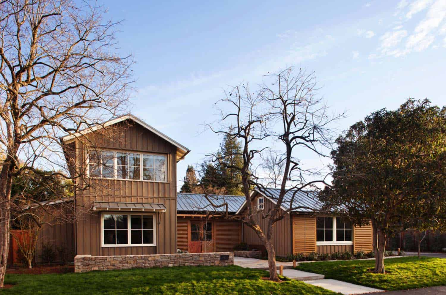 Rustic Chic Farmhouse Style Dwelling In Northern California
