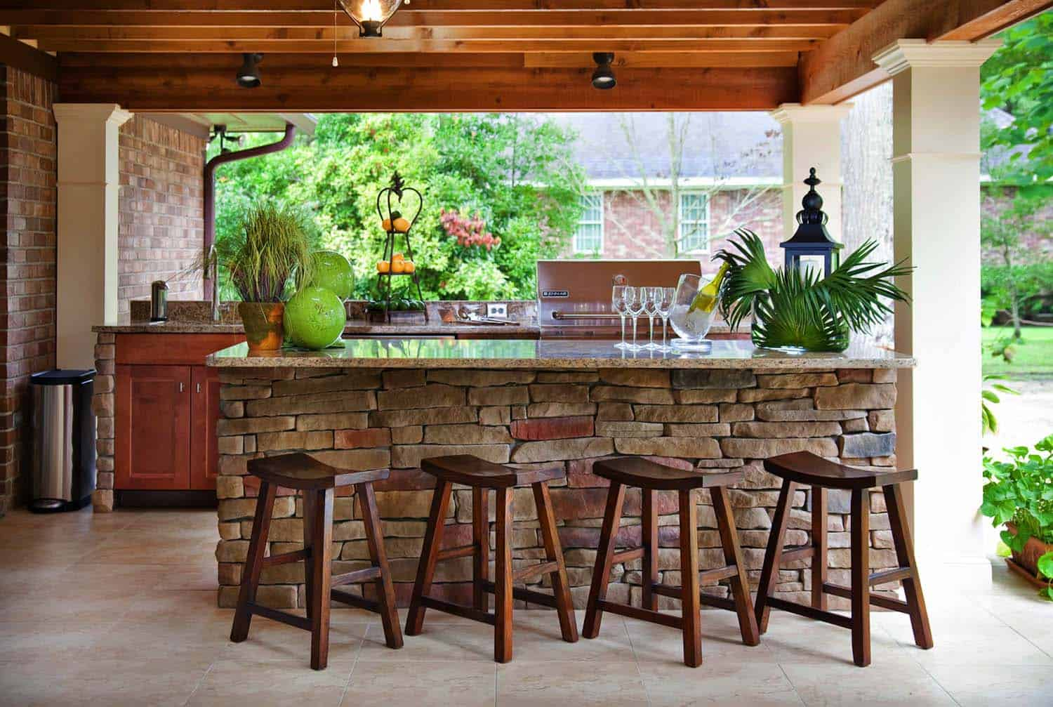 20+ Spectacular outdoor kitchens with bars for entertaining on Small Backyard Bar Ideas id=11285