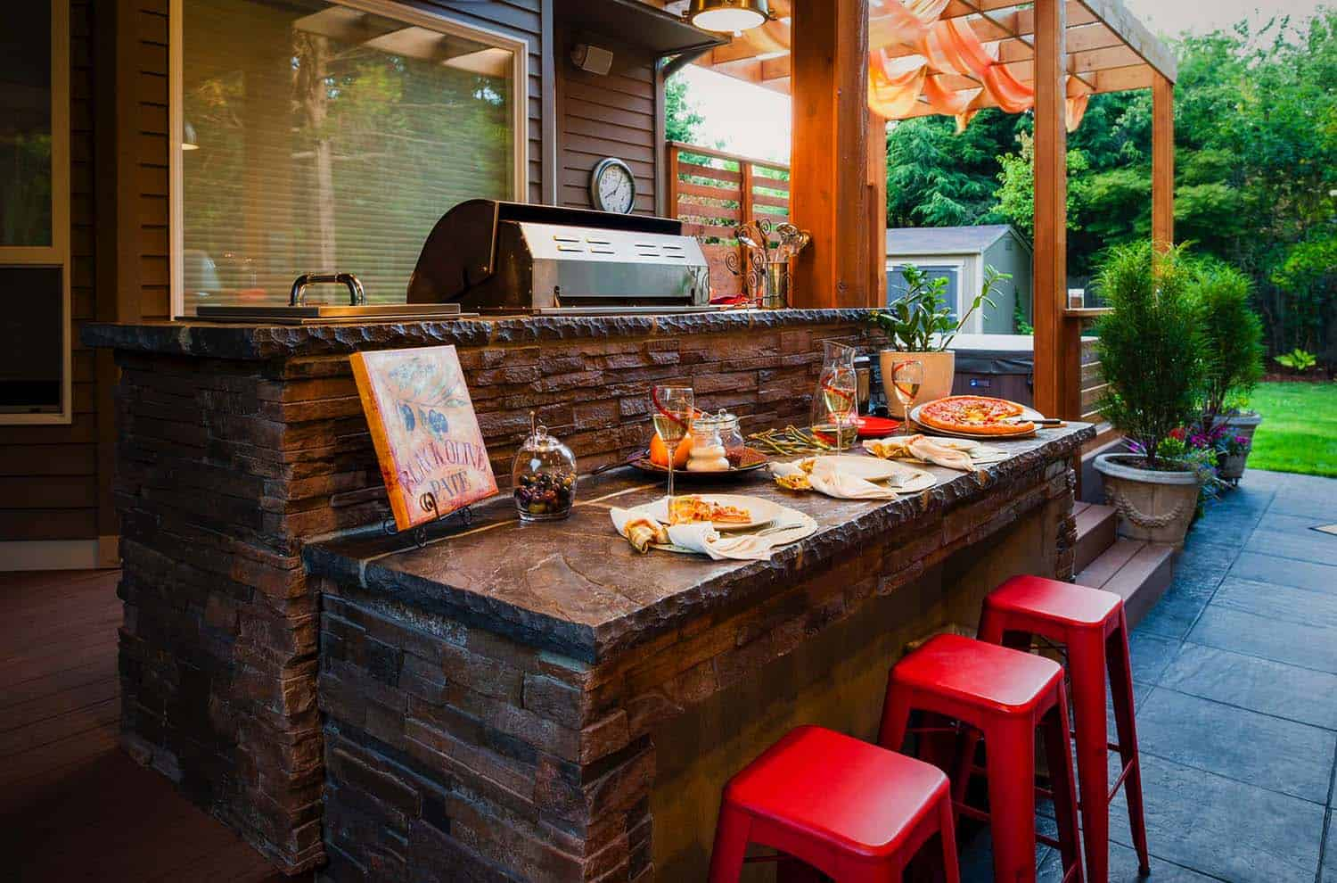 20+ Spectacular outdoor kitchens with bars for entertaining on Small Backyard Bar Ideas id=75440