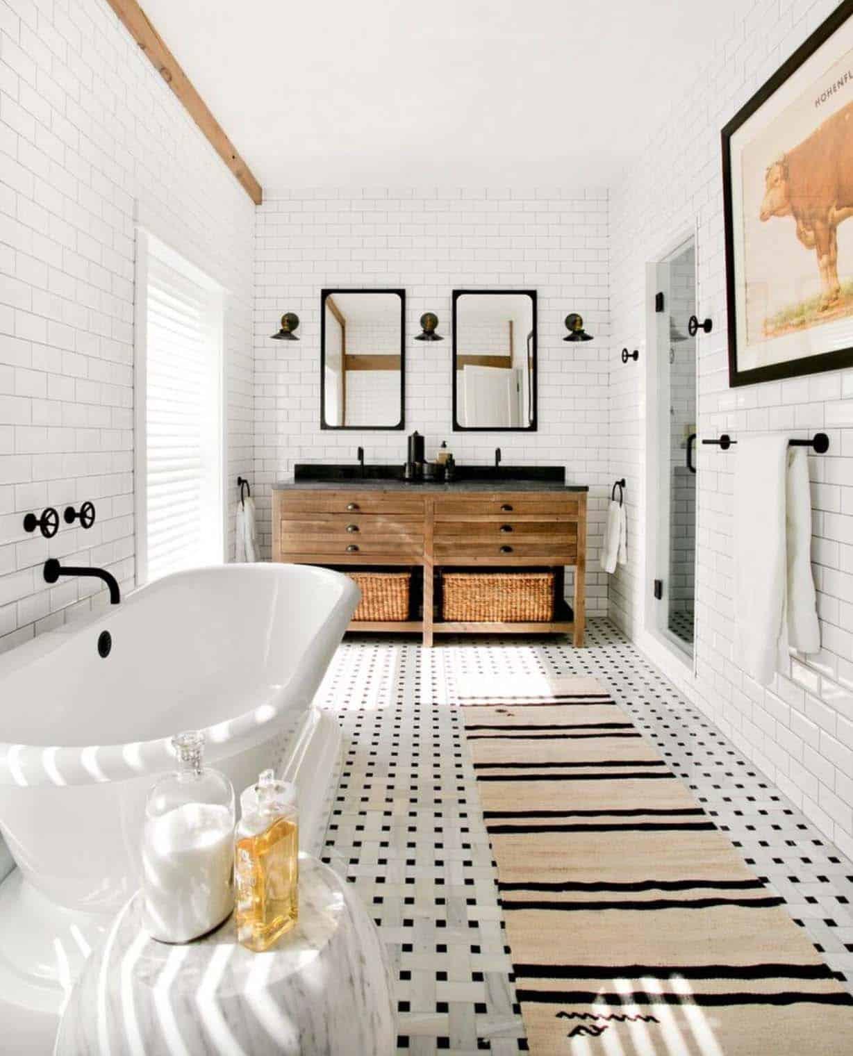 21 Gorgeous farmhouse style bathrooms you will love on Farmhouse Shower Ideas  id=39584