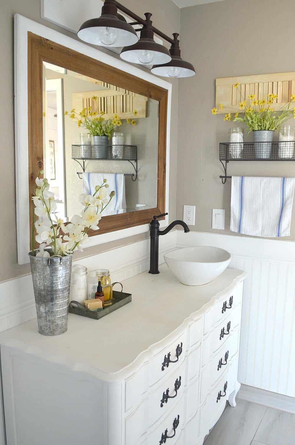21 Gorgeous farmhouse style bathrooms you will love on Farmhouse Shower Ideas  id=32187