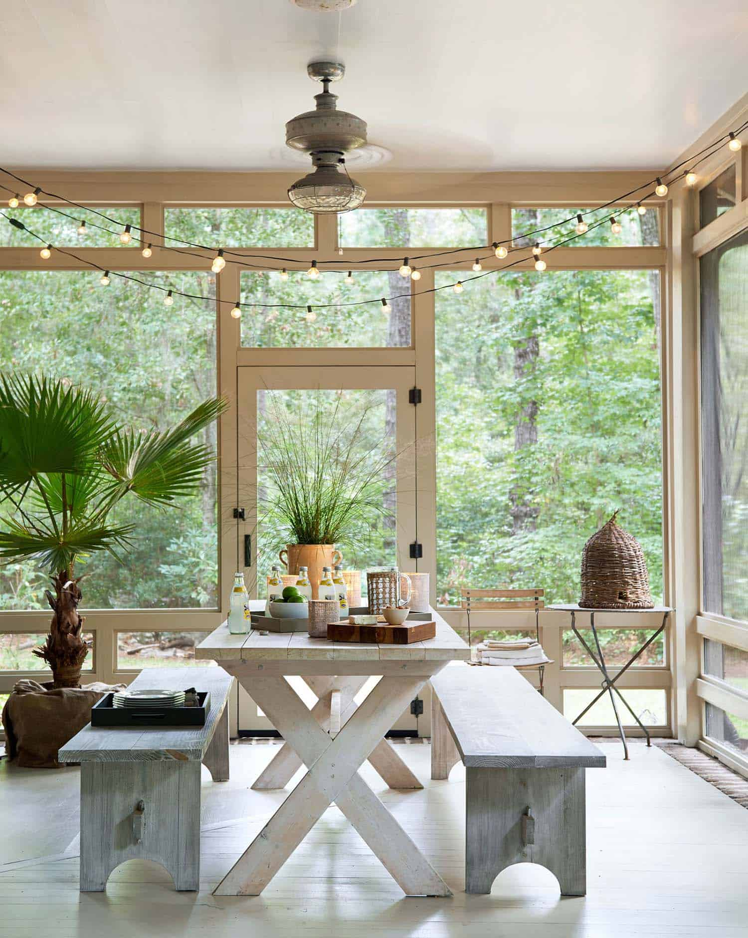 45 Amazingly cozy and relaxing screened porch design ideas on Enclosed Back Deck Ideas id=46824