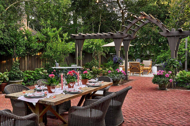 25+ Amazingly cozy backyard retreats designed for entertaining on Backyard Retreat Ideas id=49100