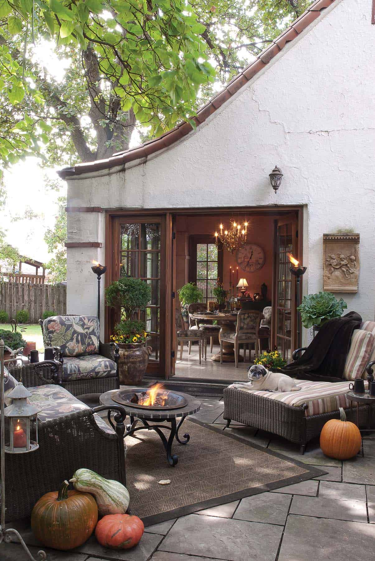 25+ Fall-inspired outdoor living spaces that are ultra-cozy on Backyard Outdoor Living Spaces id=15856