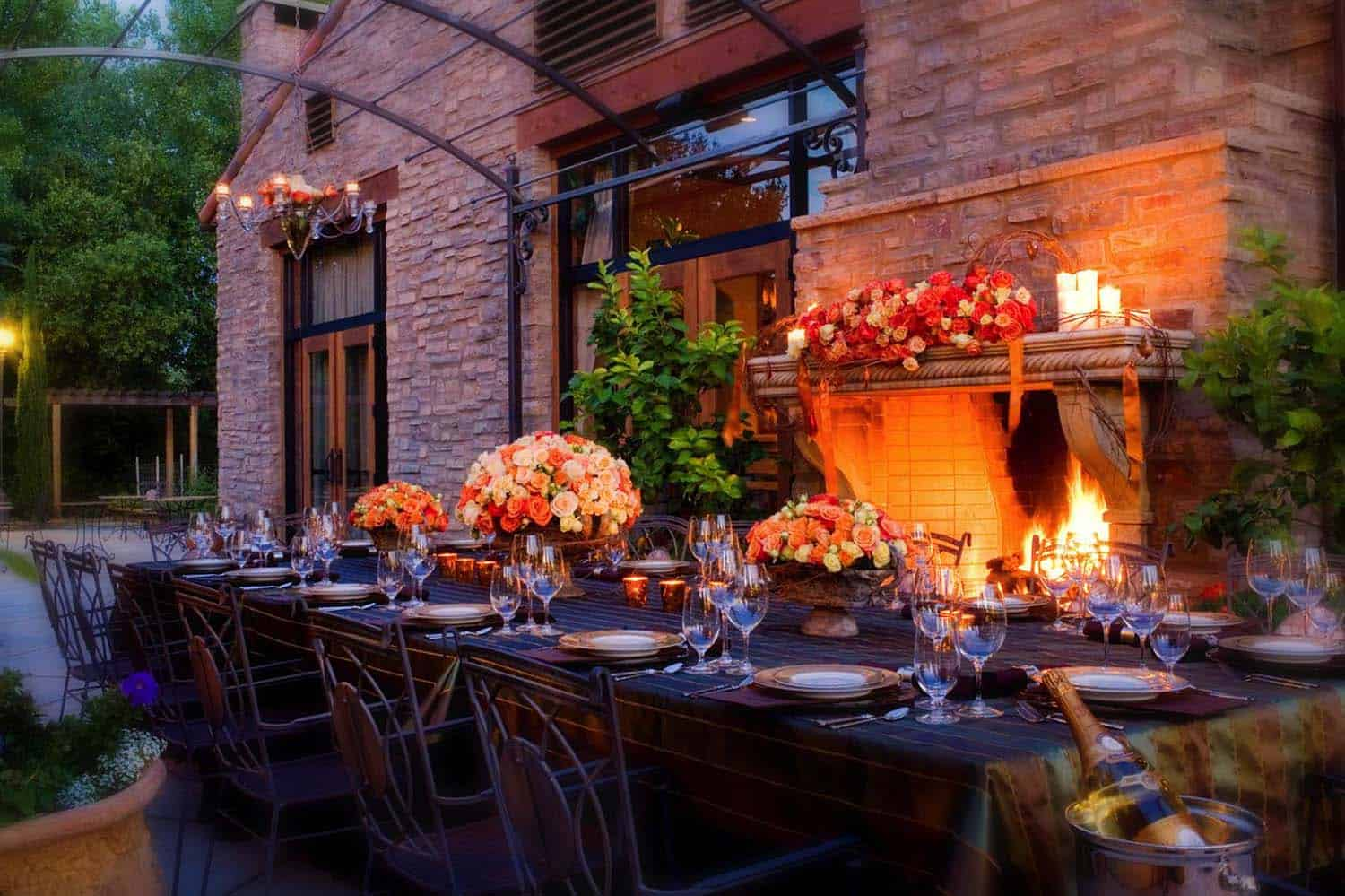 25+ Fall-inspired outdoor living spaces that are ultra-cozy on Living Spaces Outdoor Dining id=31736