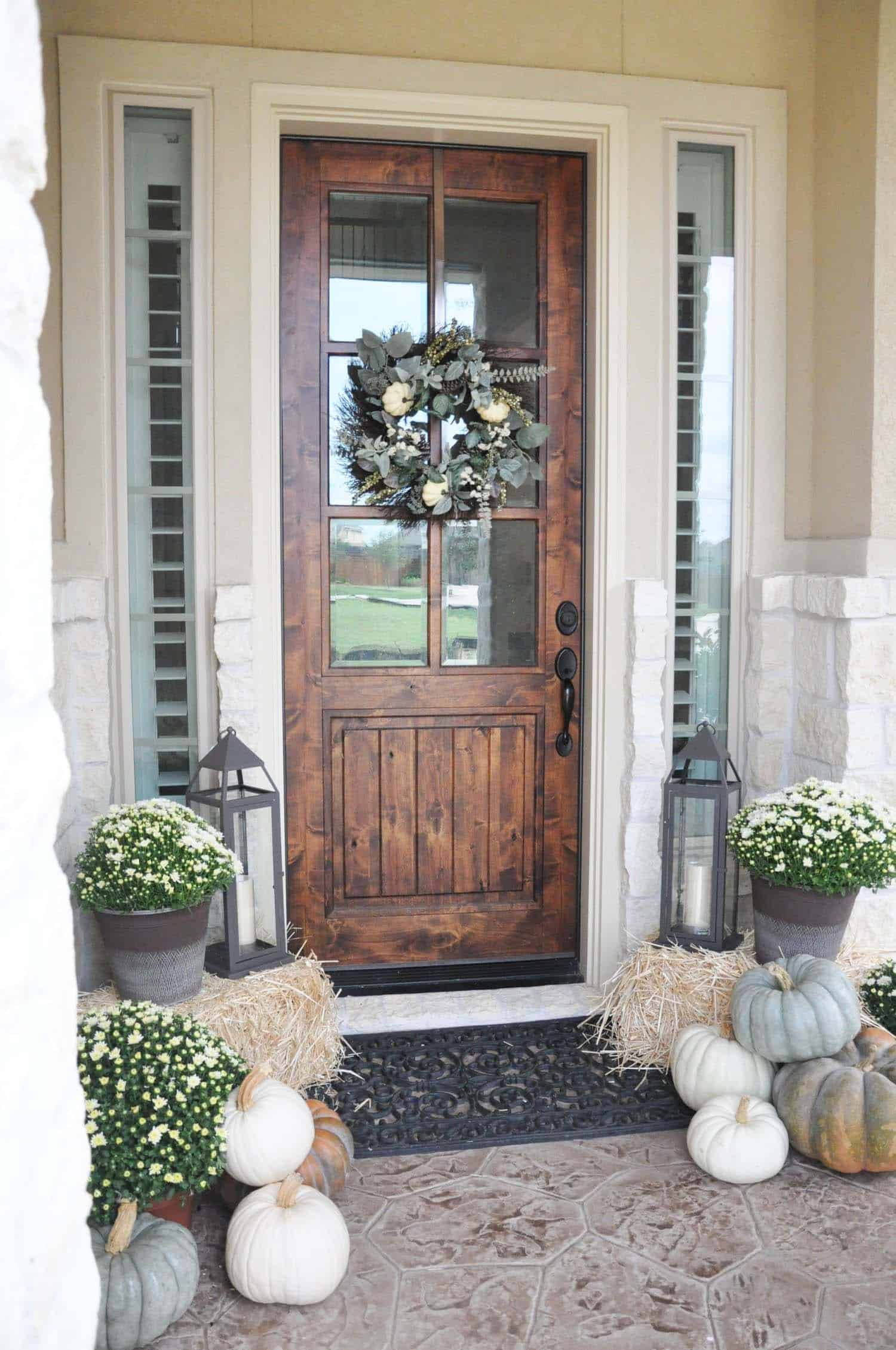 40 Amazing ways to decorate your front door with fall style on Door Color Ideas  id=34241
