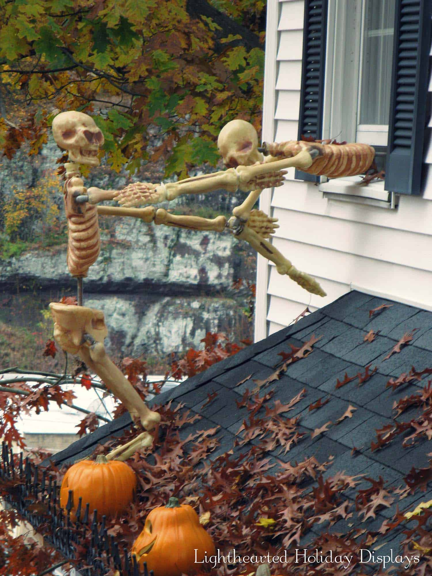 21 Incredibly creepy outdoor decorating ideas for Halloween on Lawn Decorating Ideas id=85563