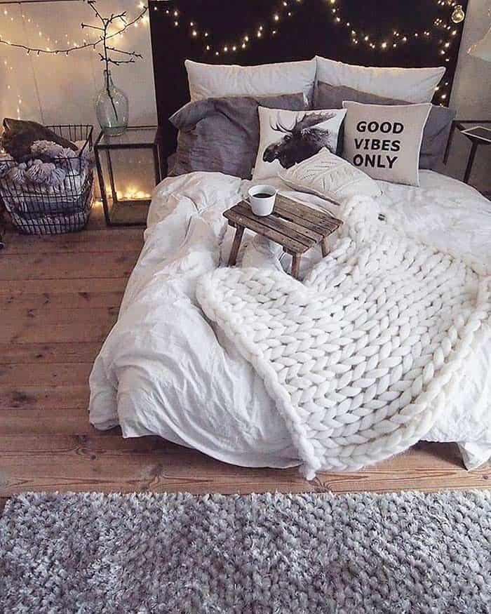 33 Ultra-cozy bedroom decorating ideas for winter warmth on Cozy Teenage Room Decor  id=87441