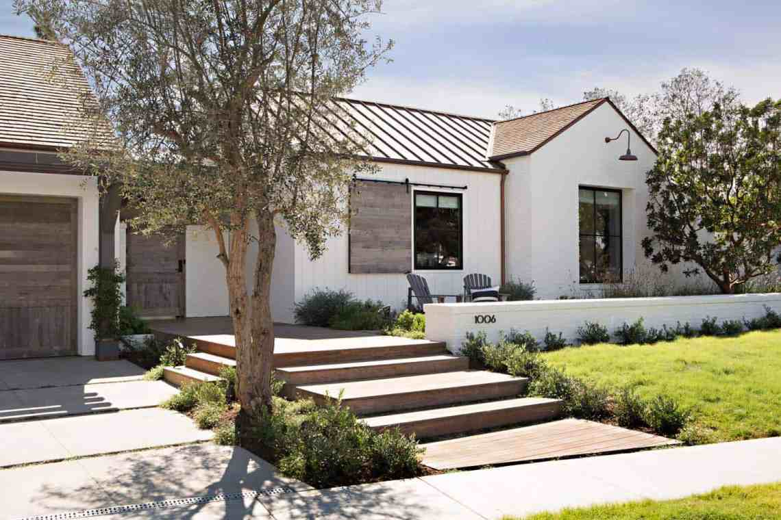 Chic modern farmhouse in Newport Beach with emphasis on ...