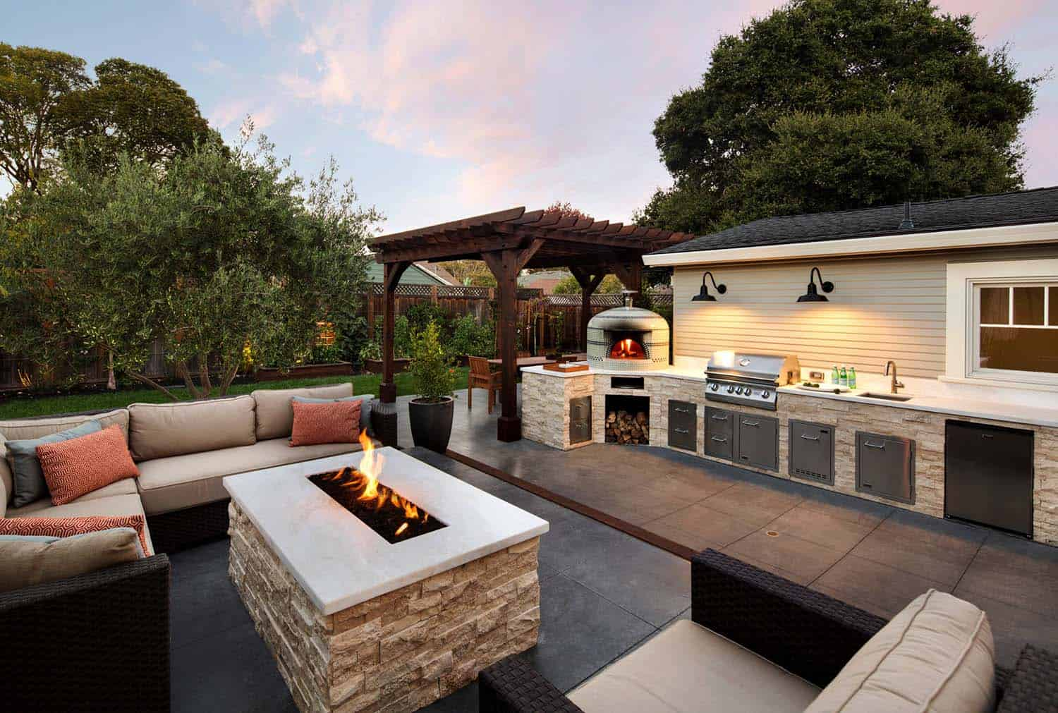 35 Brilliant and inspiring patio ideas for outdoor living ... on Small Backyard Entertainment Area Ideas id=52782