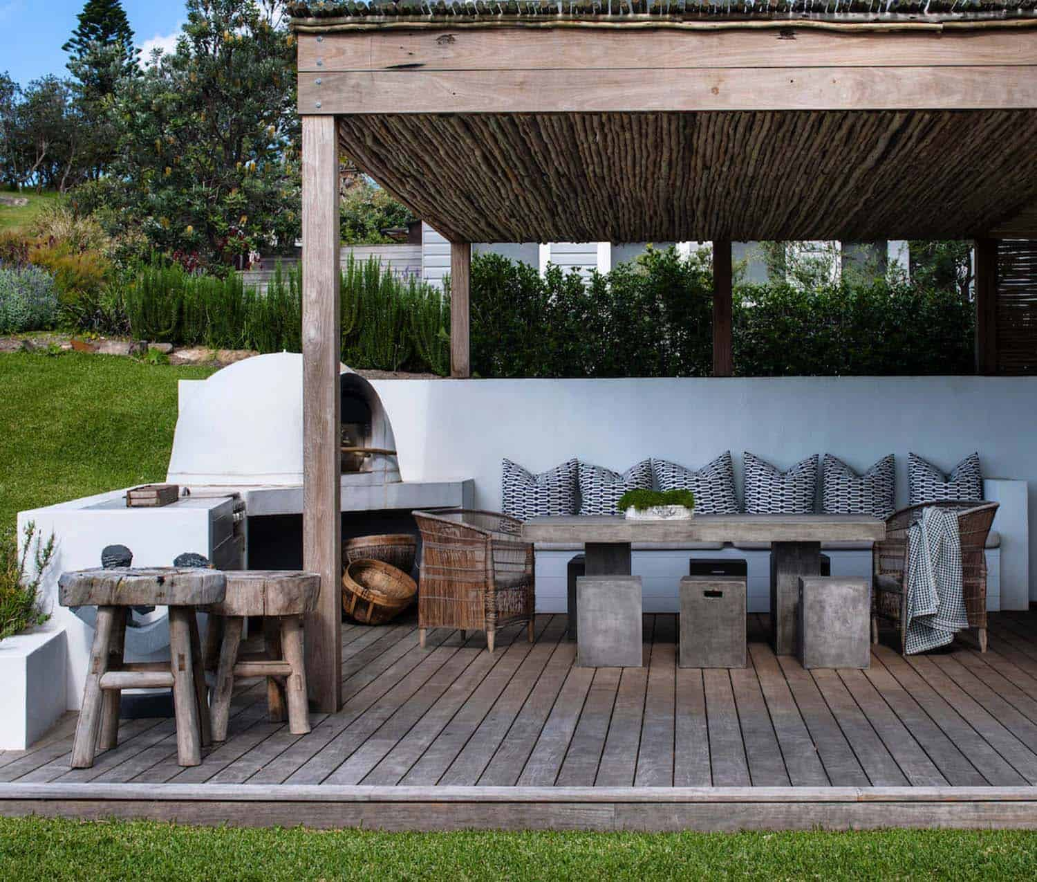 35 Brilliant and inspiring patio ideas for outdoor living ... on Garden Entertainment Area Ideas id=98684
