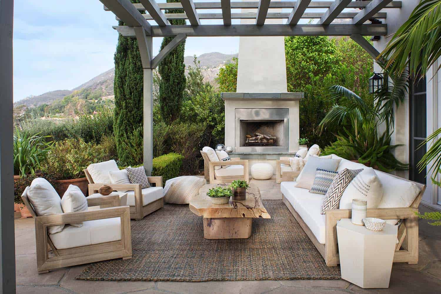 35 Brilliant and inspiring patio ideas for outdoor living ... on Outdoor Living And Patio id=93286