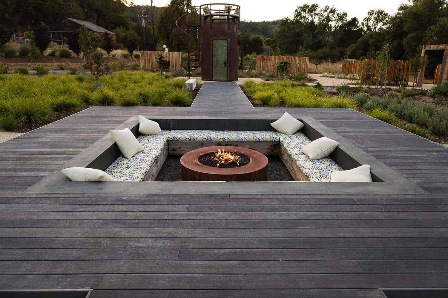 28 Inspiring Fire Pit Ideas To Create A Fabulous Backyard ... on Backyard Patio Designs With Fire Pit  id=70709