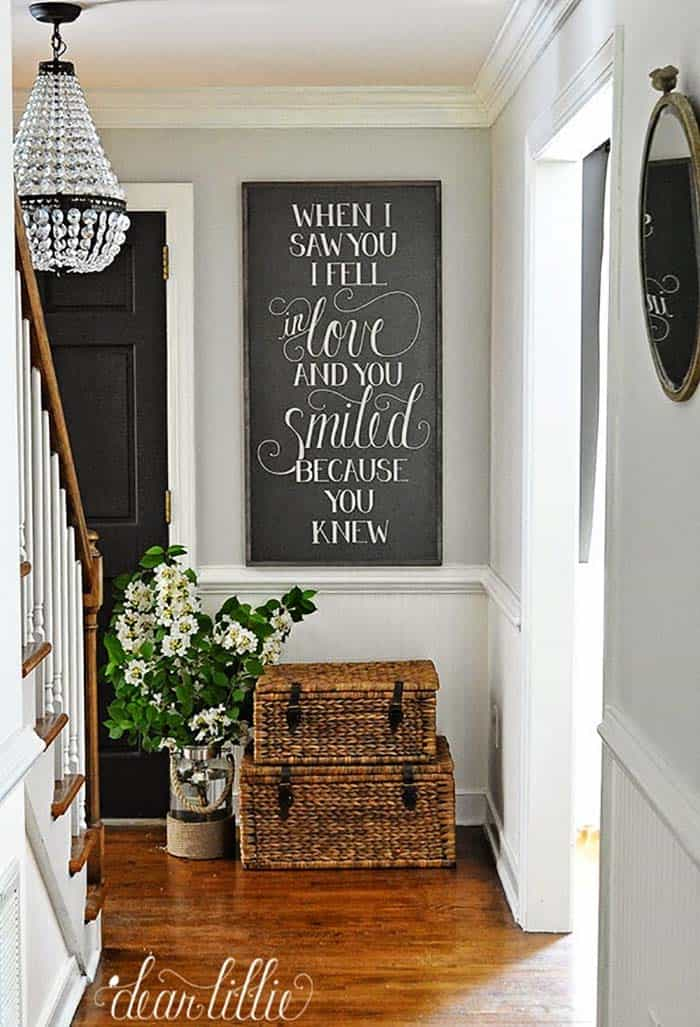 31 Cozy And Inviting Farmhouse Entryway Decorating Ideas