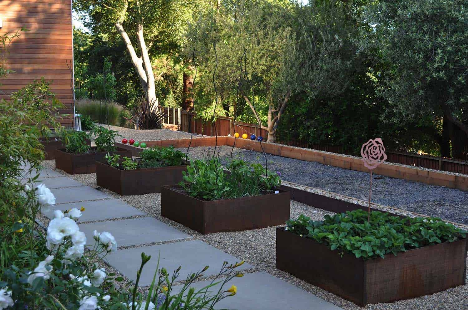 30 Amazing Ideas For Growing A Vegetable Garden In Your ... on Outdoor Vegetable Garden Ideas id=49811