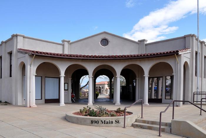 1024px-Public_Works_Building_(Clarkdale,_Arizona)