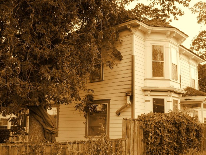 9 Creepy Houses In Oregon That Could Be Haunted