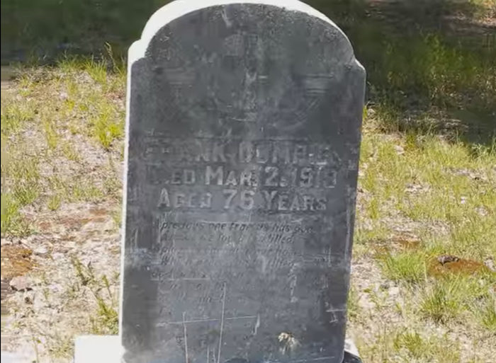 pere-cheney-cemetery2