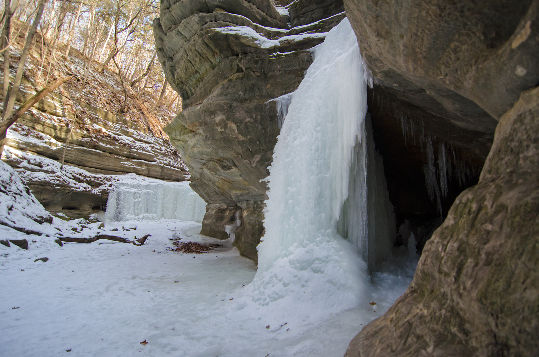 9 Pictures Of Frozen Illinois Waterfalls In The Winter