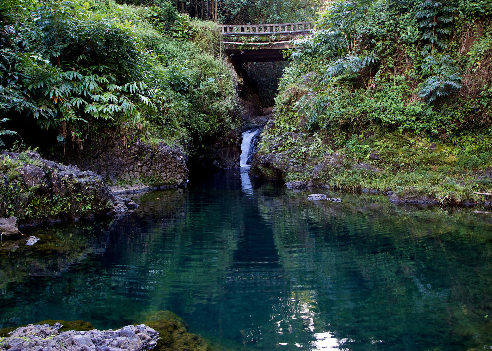 Hawaii S Sapphire Pool Is Devastatingly Gorgeous