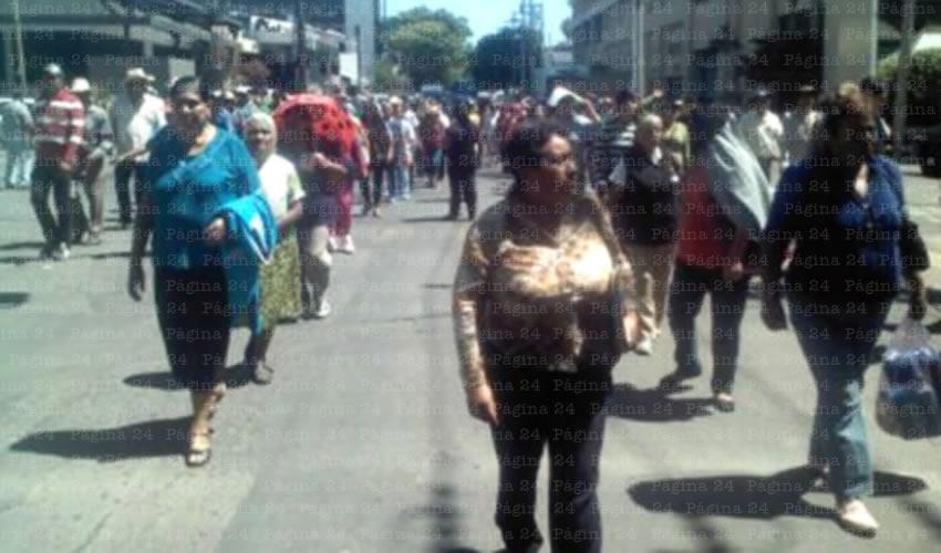 Los casi 400 miembros del movimiento antorchista se movilizaron luego de no ser atendidos por la delegada de la Sedesol en Jalisco; es la segunda ocasión que los deja plantados, pese a que la funcionaria les ha ofrecido cita/Foto: Cortesía