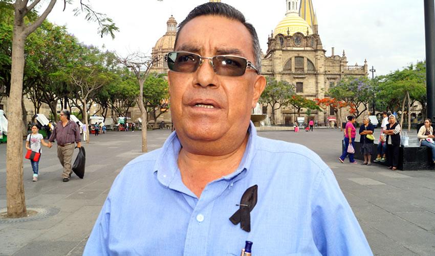 """Las aguas """"altamente contaminadas"""" del canal de El Ahogado """"ya están invadiendo las viviendas, no hay forma de sacarla porque para dónde la arrojan, si la sacan afuera de todos modos entra, está desbordada la corriente"""", tronó el activista Raúl Muñoz, quien acusó que el ayuntamiento no ha apoyado a los afectados/Foto: Archivo Página 24"""