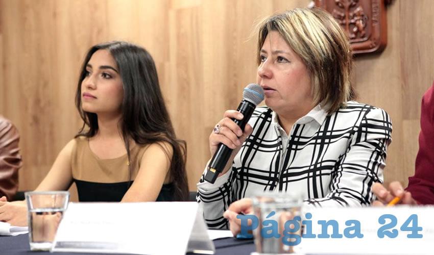 Martha Fabiola García Álvarez, investigadora de la Universidad de Guadalajara, pone el dedo en la llaga y lamenta que los jaliscienses se hayan acostumbrado a la violencia y hasta se hagan de la vista gorda para no denunciar los hechos criminales/Foto: Cortesía