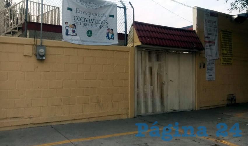 """En la escuela conocida como """"Club de Leones no. 7"""" el director se sirve con la cuchara grande las aportaciones que hacen los padres de familia, criticaron los afectados, quienes añadieron que el trabajador de la SEJ cobra otras dos plazas de la misma Educación Jalisco/Fotos: Francisco Tapia"""
