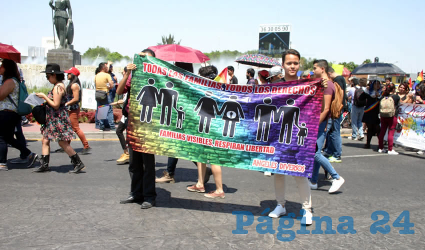 La protesta se dio en exigencia a que los diputados locales trabajen para garantizar su derecho a formar una familia con padres del mismo sexo/Fotos: Francisco Tapia