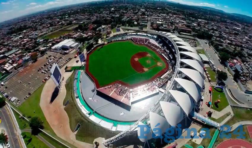 La empresa Charros para negar el acceso al estadio a las personas que quieren hacer uso de este fuera de la temporada de beisbol, denunciaron vecinos de los alrededores del predio municipal/Foto: Cortesía