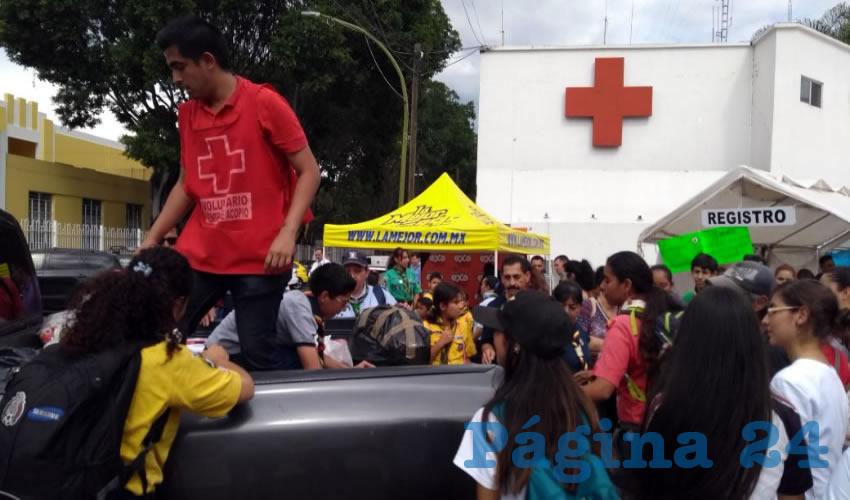 Voluntarios y trabajadores de la Cruz Roja trabajan incansablemente para enviar más apoyo material a quienes lo perdieron todo tras los terremotos que sacudieron el centro y sur del país en fechas recientes/Fotos: Francisco Andalón López