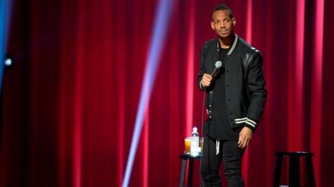 Marlon Wayans in zijn stand-up comedy zaalshow Woke-ish