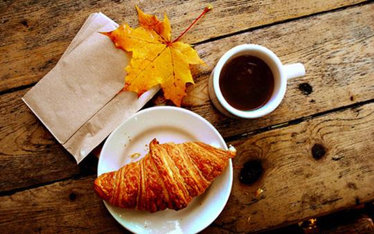 autumn-breakfast-fall-croissant