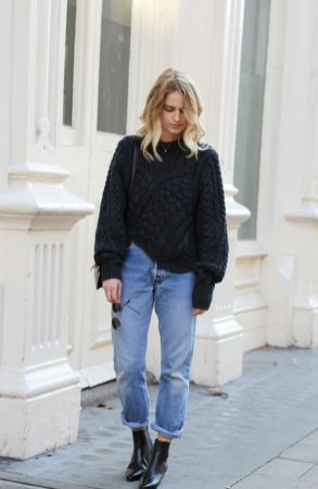 How to wear Mom Jeans - Big Sweater