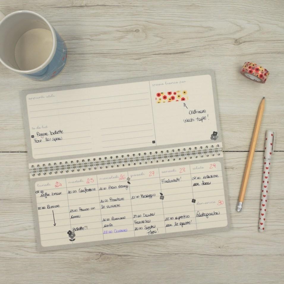 Il Planner settimanale da tavolo di Le Petit Rabbit è perfetto per organizzare tutti gli impegni di lavoro e della famiglia.