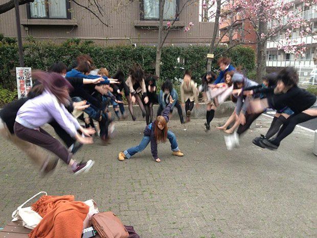 Faking Anime Fight Scenes is Emerging As a Fun Photo Fad in Japan fight1