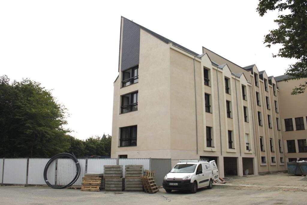 le chantier s est ouvert en mai 2016 et s etalera sur 4 ans le projet porte sur une rehabilitation des batiments existants en chambres adaptees aux