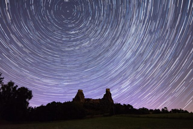 Star-Trails-over-Castle