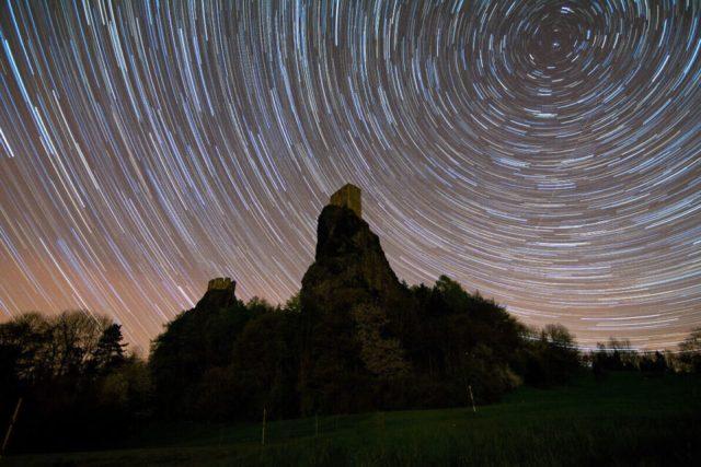 Trosky-star-trails