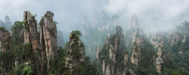 This panorama photo from Zhangjiajie was captured at f/5.6, this lens's sharpest aperture.