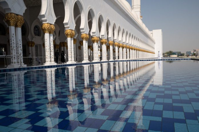 Grand-Mosque-White-Clothing