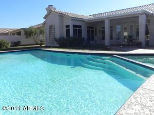 Sparkling pool w/steps & spa
