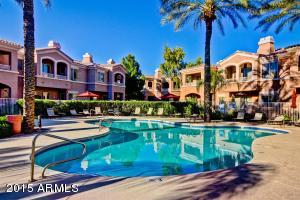 Community heated pool. Tropical paradise in Chandler.