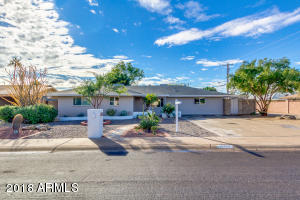 2296SF 3BR/1.75 Bath and Library/Office exudes Old town Scottsdale Charm
