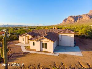 1067 S TRIGGER Court, Apache Junction, AZ 85119
