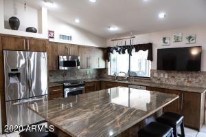 326 E LE MARCHE Avenue, Phoenix, AZ 85022