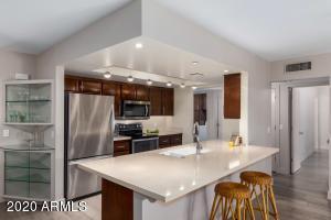 Stainless Appliances & Quartz Countertops