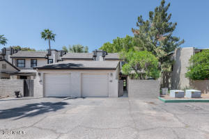Beautiful Updated Dobson Ranch Townhome...and an end unit!