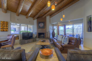 9246 E WHITETHORN Circle, Scottsdale, AZ 85266
