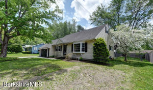 27 Lucia Dr, Pittsfield, MA 01201